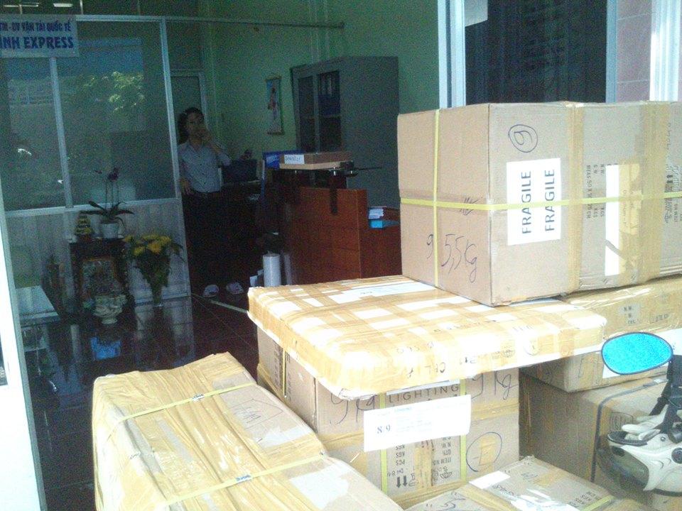 gửi quà từ Anh về Việt Nam