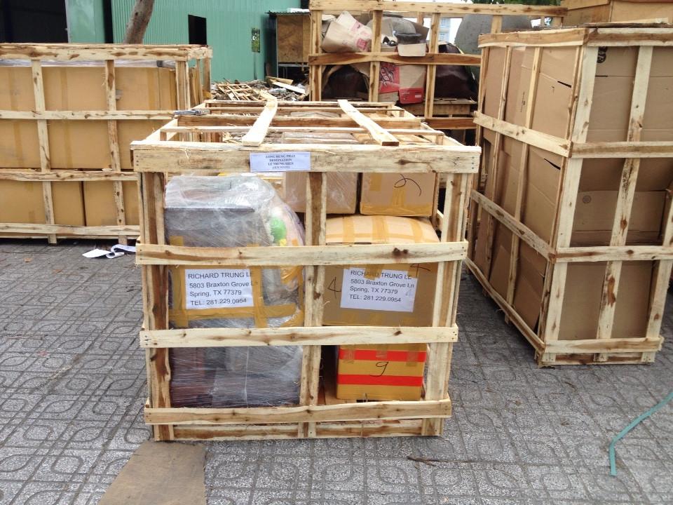 Đóng kiện gỗ cho hàng gửi đi nước ngoà