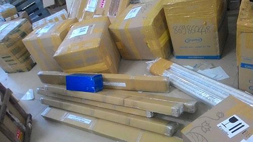 dịch vụ vận chuyển gửi túi xách đi Úc